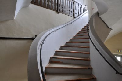 L'escalier contemporain d'inspiration baroque de l'aile Sud